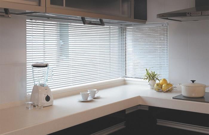 トーソー スラット25浴窓 キッチン用ブラインド
