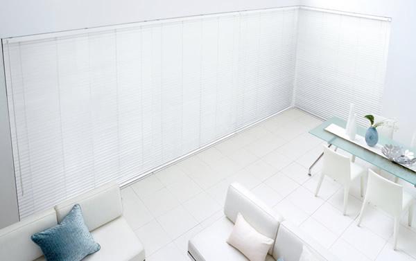 白いブラインド 木製・ウッドブラインド