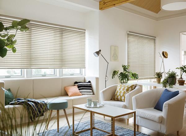 白いブラインド 木製・ウッドブラインド 木製ブラインドの良さ 光の調光