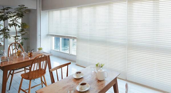 白いブラインド 木製・ウッドブラインド 選ぶ理由 清潔感 清涼感 圧迫感が少ない