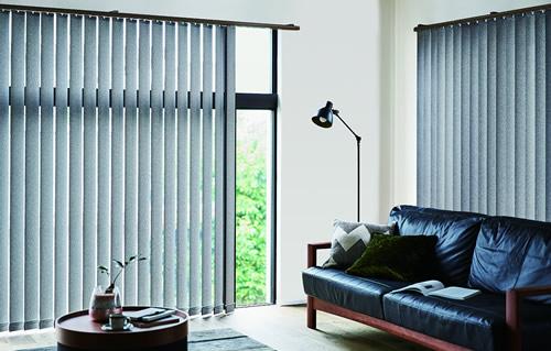 窓周り製品 ウィンドウトリートメント 特徴 縦型ブラインド モダンな印象を与える