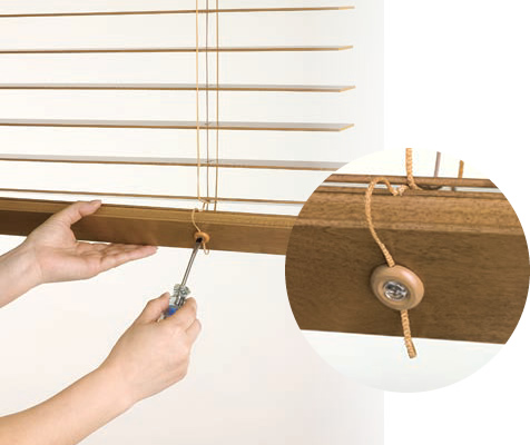 ブラインドを取付けたまま高さを調整できる機能を標準装備